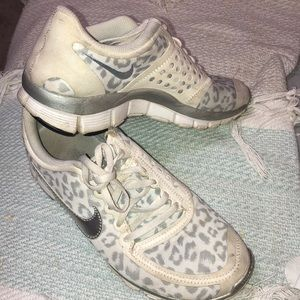 Nike leopard shoes 5.0 Good condition